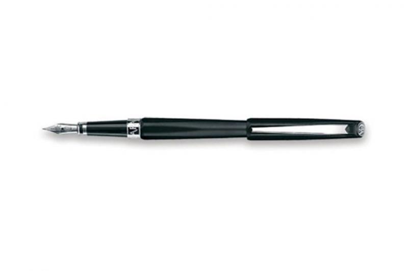 Caran d\'Ache Dunas Shiny Black Fountain Pen