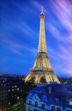 Framed Poster: Eiffel Tower At Dusk - Pyramid International Poster (61 cm X 91.5 cm)